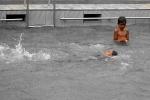 Hujan_Mandi Kolam