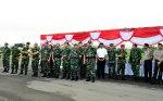 Kasum TNI, Walikota Bima (Baju Putih) dan Bupati Bima