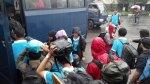 Hujan-hujan naik bis TNI AU