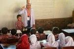 drg. Ayi_AwarDIY_Pejuang Kecerdasan_Kulonprogo