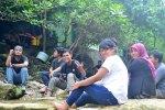 Santai di Sri gethuk waterfall
