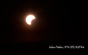 gerhana-matahari-sebagian_kota-bima-100513_06-49-wita